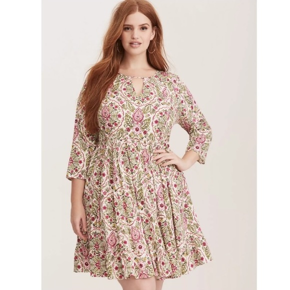 01ab92a1b86 Torrid Dress Size 4 Floral Challis Skater Dress. M 5ab2d91c2ab8c546747d1287